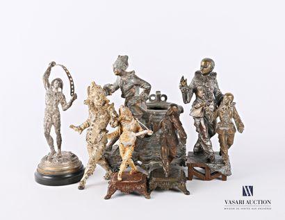 Lot de six sujets en bronze et régule aux patines diverses, représentant des personnages...