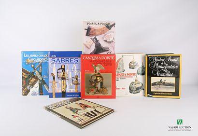 [ARMES & CASQUES]  Lot de sept ouvrages comprenant...