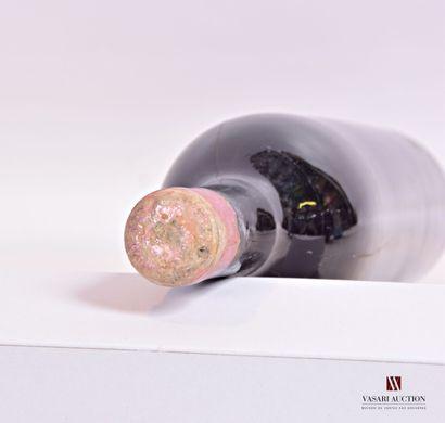 1 bouteilleChâteau HAUT BRIONGraves 1er GCC1939  Et. un peu fanée, un peu tachée...
