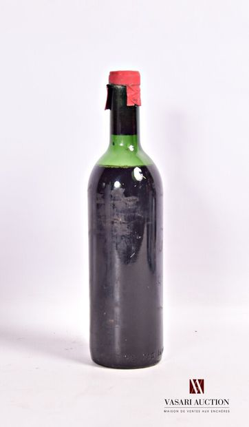 """1 bouteillePAUILLAC 1964  Sans étiquette. Capsule portant la mention """"Pauillac""""...."""