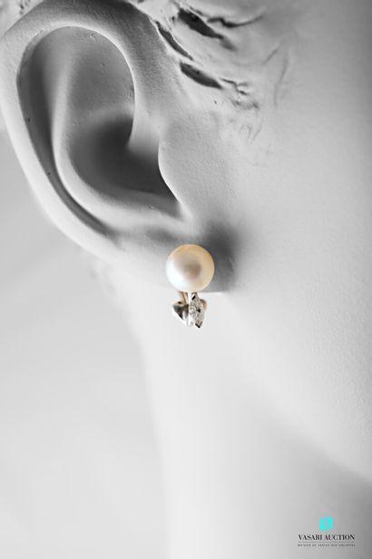 Paire de boucles d'oreilles en or gris 750...