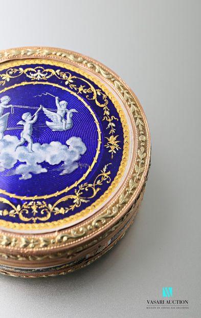 Petite boîte ronde en or 750 millièmes de trois tons, le couvercle et le fond à...
