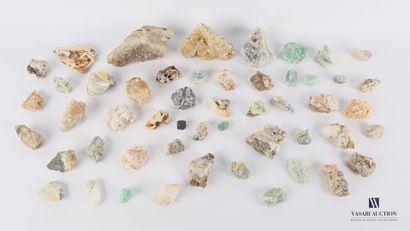 Ensemble d'une cinquantaine de quartz de...