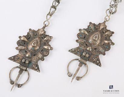 NORD AFRIQUE  Deux fibules en métal, les...