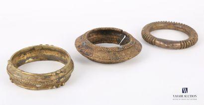 AFRIQUE  Lot de trois bracelets monnaie ou...