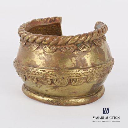 AFRIQUE  Bracelet monnaie ou manille en bronze...