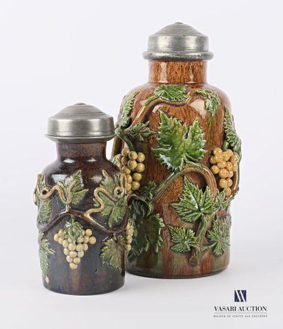 BEAUVAIS  Deux pots à tabac à grès polychrome...