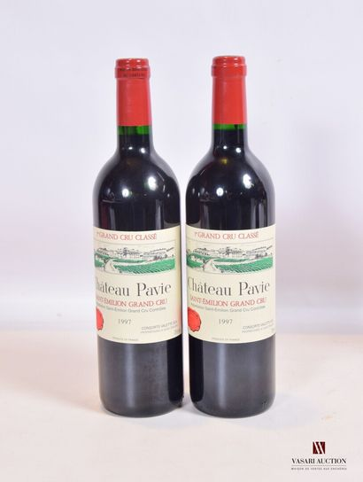 2 bouteillesChâteau PAVIESt Emilion 1er...