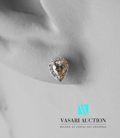 Paire de boucles d'oreilles en or blanc 750...