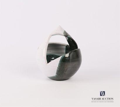 Vase en céramique en forme de panier stylisé...