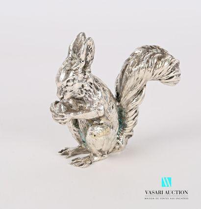 Sujet en argent figurant un écureuil tenant...
