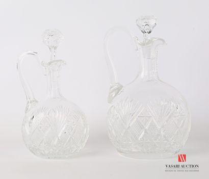 SAINT LOUIS  Suite de deux carafes en cristal...