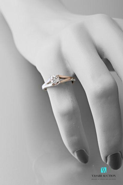 Bague en or 750 millièmes, l'anneau se démultipliant...