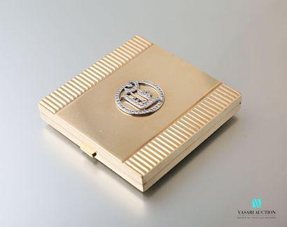 Poudrier en or 375 millièmes (9 carats) à décor de cannelures, le couvercle orné...