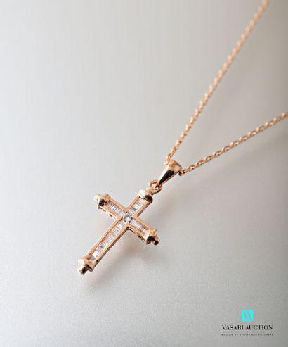 Chaine à maille forçat et son pendentif croix...