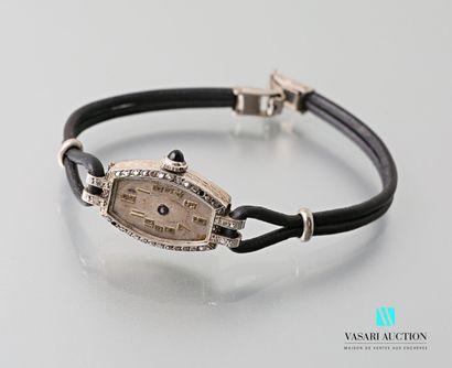 Montre bracelet de dame Art Déco, le boîtier...