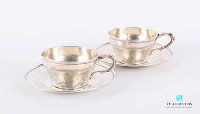 Deux tasses et leurs sous-tasses en argent...