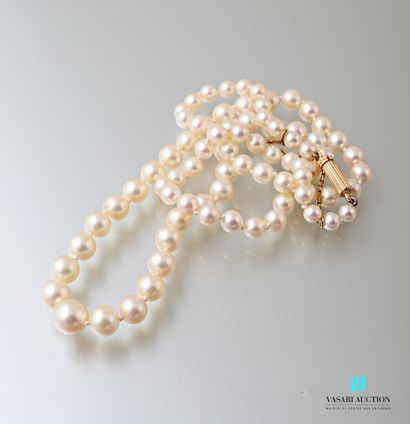 Collier de 79 perles de culture en chute,...