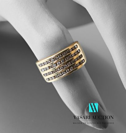 Bague en or jaune 750 millièmes : large anneau...