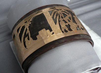 Bracelet large en écaille, à motif en or...