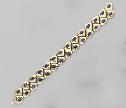 Bracelet en or jaune à motif poire, contrarié,...