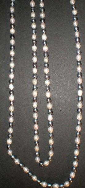 Sautoir en perles d'eau douce bicolores,...