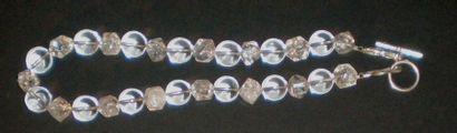 Collier perles de quartz et perles enrubannées,...