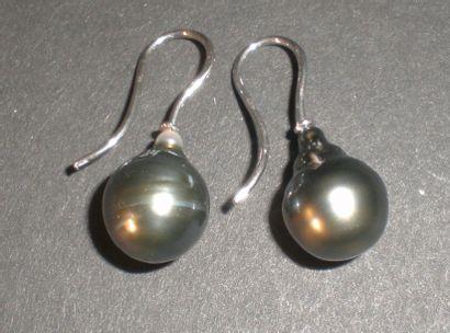 Boucles d'oreille en argent ornées d'une...