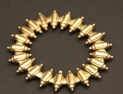 Bracelet à cylindre en métal doré.  Poids...