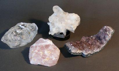 Lot de minéraux appartenant à la famille...