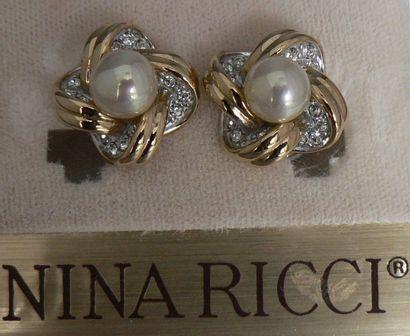 Paire de clips d'oreille Nina RICCI, en métal...