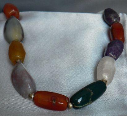 Collier de galets en pierres ornementales,...
