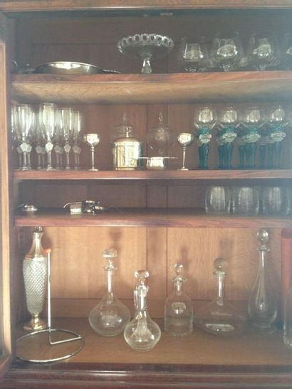 Partie de service de verres en cristal comprenant:...
