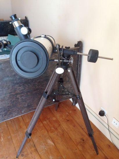 TélescoperéflecteurKRYS avec toutes ses...