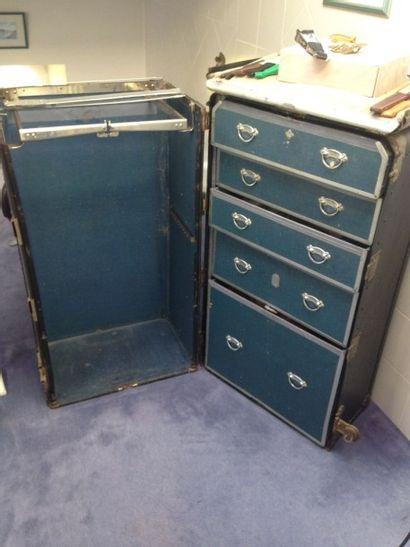 Malle-cabine N.Y à cinq tiroirs en partie...