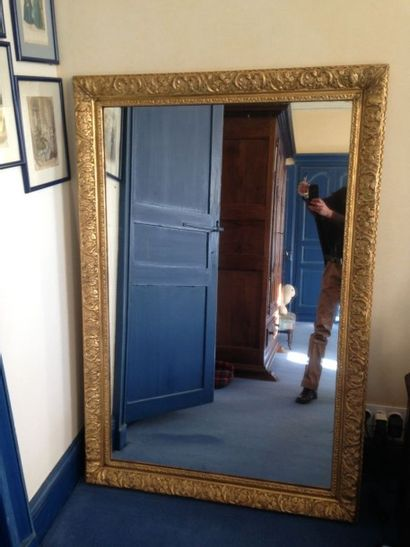 Miroir en bois doré, XIXème siècle 141 x...