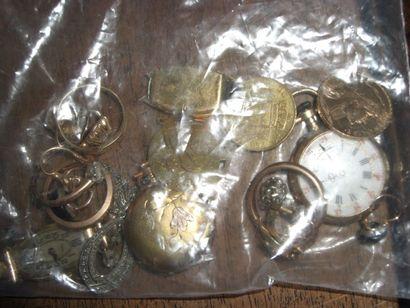 Lot de débris or contenant deux pieces or...