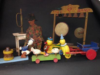 Carton de jouets avec jeux en bois et  carton...