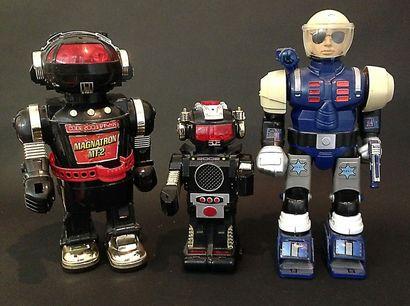 Trois robots 1970/80.
