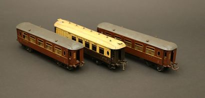 HORNBY : trois voitures anglaises :  voyageurs...