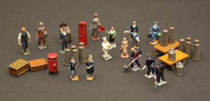 HORNBY : boite de personnages avec  bagages...