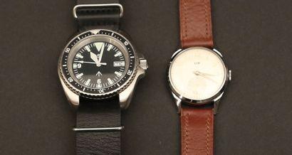 Lot composé de deux montres:  - LIP en acier,...