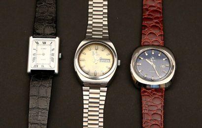 01 - Lot composé de trois montres :  - CAMY...