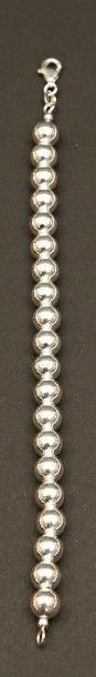 Bracelet dit «marseillais» en perles rondes...