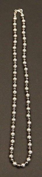Collier dit «marseillais» de perles rondes...
