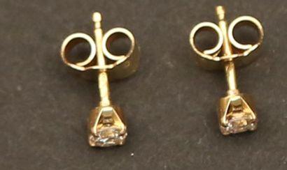 Boucles d'oreilles en or jaune serties...