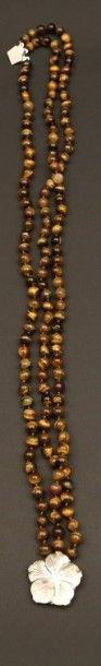 Collier à trois rangs de perles en oeil...