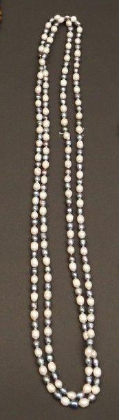 Sautoir de perles d'eau douce bicolores  Long....