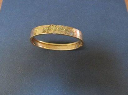 Bracelet rigide ouvrant en or rose, à motif...