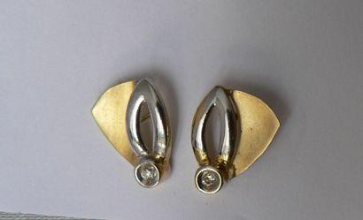 Paire de boucles d'oreille en or jaune et...